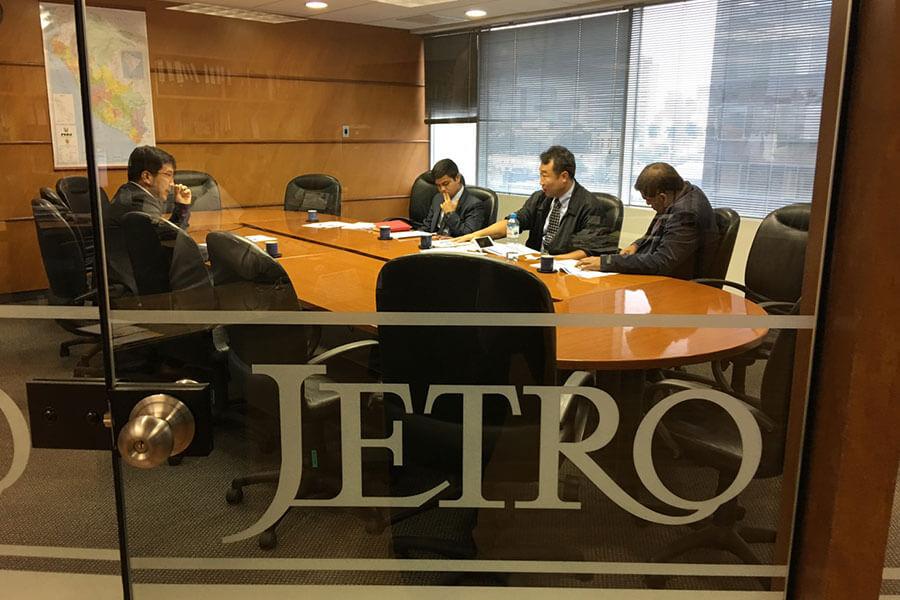 画像:JETROでの会議風景